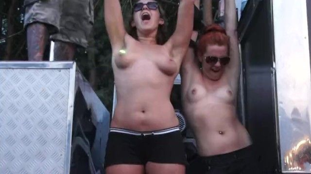 Woodstock - 2 polish festival beauties flashing bazookas part two